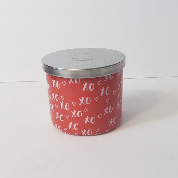 HUNTINGTON HOME HUGS KISSES XO  SCENTED CANDLE